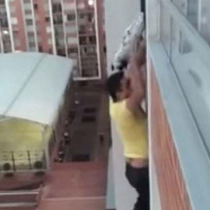 Az élete kockáztatásával mentett meg egy férfi egy magasban rekedt kutyát
