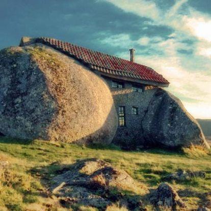 Casa do Penedo – a mesébe illő portugál kőház