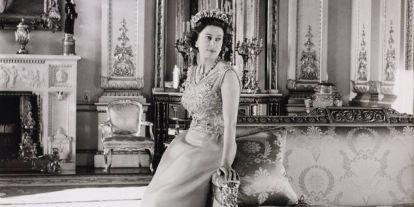 Feltárulnak az angol királynő gardróbjának titkai