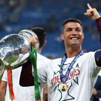 Cristiano Ronaldo saját alsónadrágot dob piacra, kockás hasú Herkulesként feszít is benne