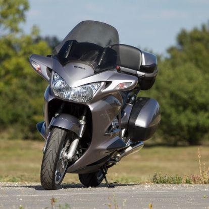 V4-es Honda: nem lehet nem szeretni - Használt: Honda ST1300 Pan European - 2002.