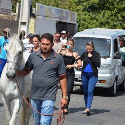 Így búcsúzott el szeretett gazdájától a hűséges ló