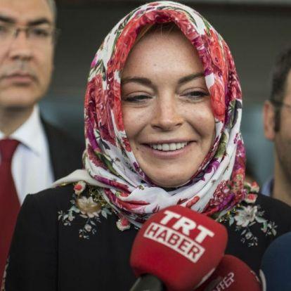 Lindsay Lohan törölte korábbi fotóit, és nagyon úgy néz ki, hogy áttért az iszlám hitre