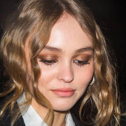 Új remény: Johnny Depp lánya tud mosolyogni