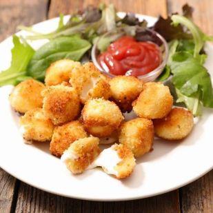 Mesésen finom és egyszerű sajtgolyók – a holló ajánlásával