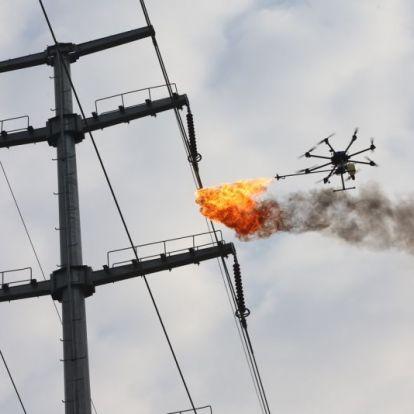 Lángszórós drónokkal takarítják az elektromos vezetékeket Kínában