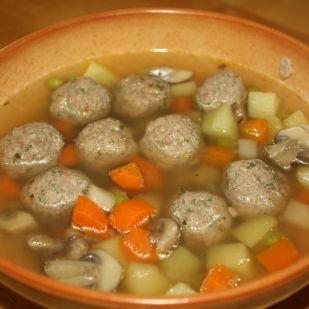 Borsós-gombás pulykagombóc-leves