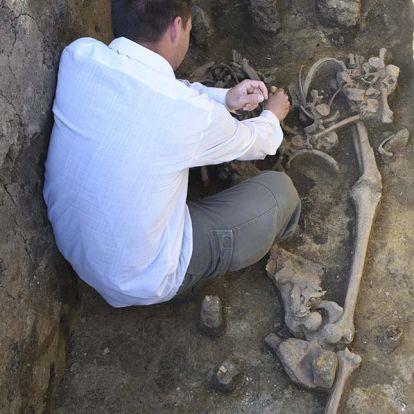 Egy germán harcos sírját találták meg a régészek Hódmezővásárhely közelében
