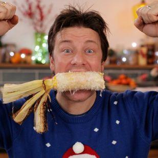 Teljesen kész vagyunk tőle, ahogy Jamie Oliver sütés közben szétveri a konyhát