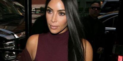 Hajirigység: Kim Kardashian egy hullámcsatokból álló hajpántot viselt