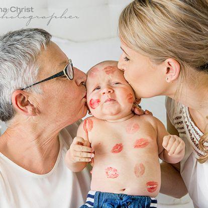 Így imádják unokájukat a nagyik és nagypapák! - 17 gyönyörű fotó a végtelen nagyszülői szeretetről