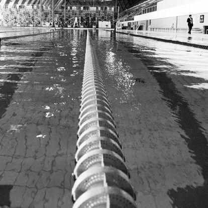 Teljesen összetört a 16 éves úszólány, akinek feltöltötték a szexvideóját a netre
