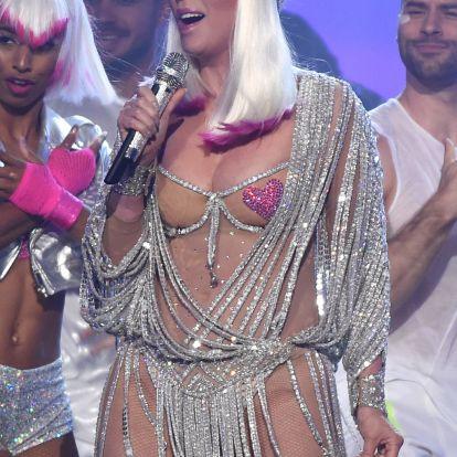 A 71 éves Cher alig semmiben borzolta a kedélyeket a Billboardon