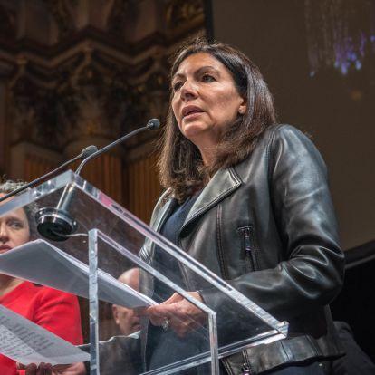 A párizsi polgármester betiltatna egy feketéknek szóló feminista fesztivált, mert fehéreket nem engednek be a rendezvényekre