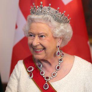 Erzsébet királynő jól dolgozik, most fizetésemelést kap