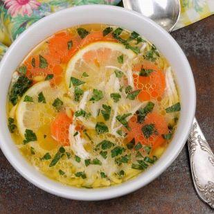 Egy zseniálisan kerek étel: könnyű, nyári, csirkés, citromos leves