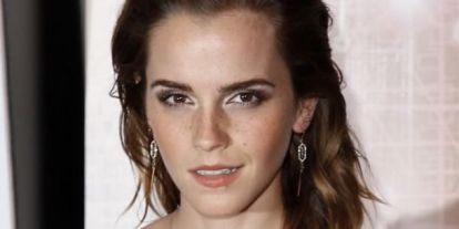 Elakadt a lélegzetünk! Emma Watson virágos ruhájában karcsúbb, mint valaha