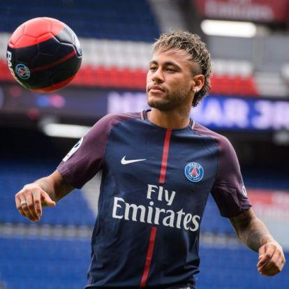 Neymar már PSG-mezben dekázik