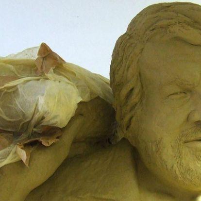 Novemberre már állhat a Bud Spencer-szobor a Corvin-negyedben