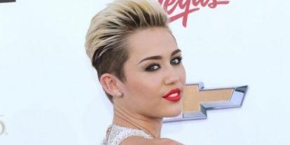 Még Selena Gomez is sárgulni fog az irigységtő! Miley Cyrus nem kér a zsúfolt celebvárosból, inkább vidéken vett magának egy luxusházat, és nem is akármilyet!