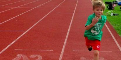 Ez a 6 éves kisfiú élete első 5K-ját azért futotta, mert imádja az állatokat