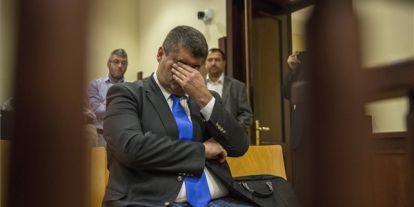 Hagyó nevetve távozik a bíróságról: jogerősen is megúszta felfüggesztettel a volt szocialista főpolgármester-helyettes