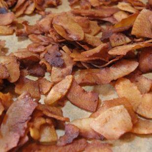 Húsmentes bacon - vegán változat kókuszpehelyből, füstösen, ropogósan