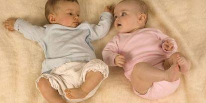 Régen a fiúk viseltek rózsaszínt, a lányok pedig kéket – És ennek nagyon különös oka volt!
