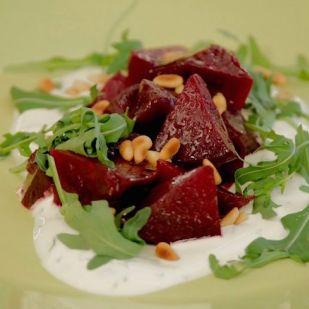 Az új kedvenc vacsorád: sóban sült céklasaláta
