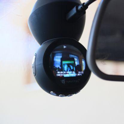 Szemgolyó a szélvédőn: az első menetrögzítő kamera, egyéniséggel