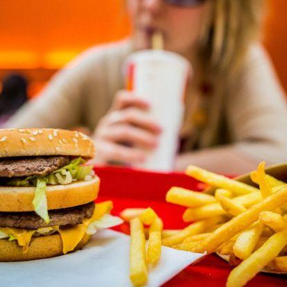 Egy dietetikus szerint ezért érdemes mindig két hamburgert rendelni a gyorséttermekben