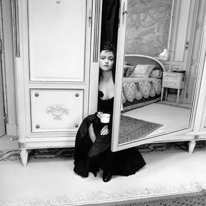 Fekete-fehér képek mutatják meg a hírességek rejtett oldalát
