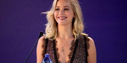 Jennifer Lawrence: amikor visszanézem egy filmemet, mindig a tokámat és az aknémat veszem észre először
