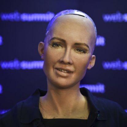 Gyereket akar a világ első robotja