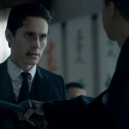 Jared Leto írógéppel ölő gyilkosként olvad be a jakuzába