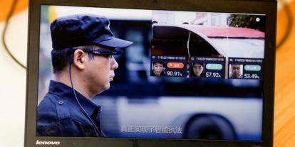 Újabb okosszemüveget kaptak a kínai rendőrök