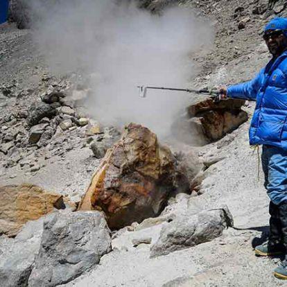 A világ legmagasabb szunnyadó vulkánján gyűjtöttek adatokat magyar kutatók