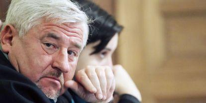 """""""Független"""" sztárügyvéd az ellenzék zsoldjában"""