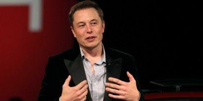 Elon Musk törölte cégeit a Facebookról