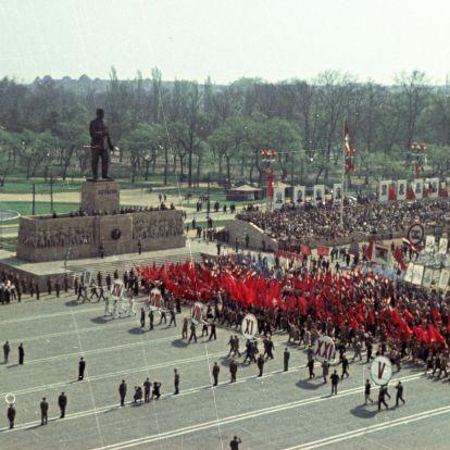 Sztálin-szobor, fürdőruhás nők, üres tyúkketrecek – így vonult fel Magyarország a Rákosi-korszakban