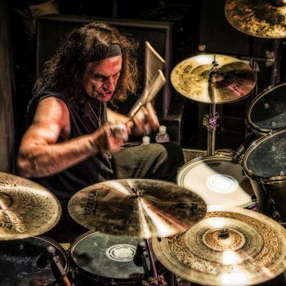 VINNY APPICE - Black Sabbath műsorral érkezik a legendás dobos