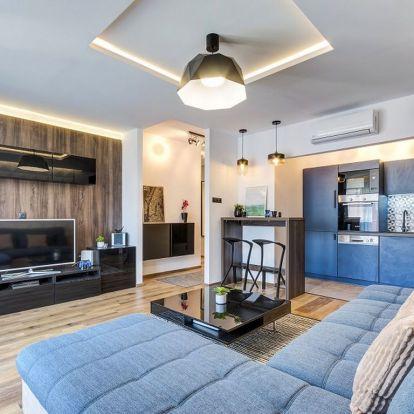 Teljes lakásfelújítás után - 52m2-es lakás Budapest 9. kerületében - kék árnyalatok, fa textúrák, férfiasra hangolt lakberendezés