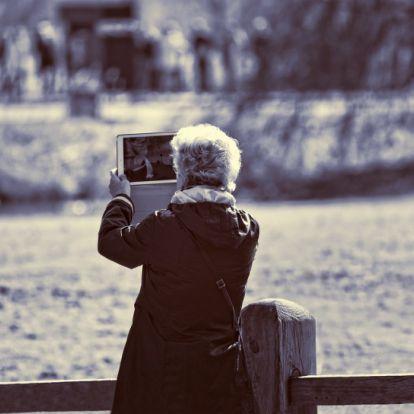 Idős korra egyedül maradni gyermektelenül, egyre növekvő probléma ez a 65 feletti korosztálynak