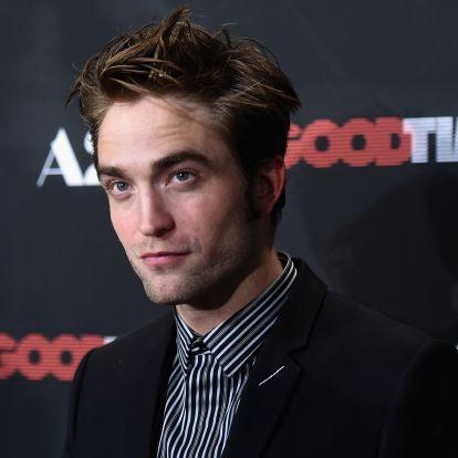 Robert Pattinson viccesen issza a whiskyt az új filmjében - videó