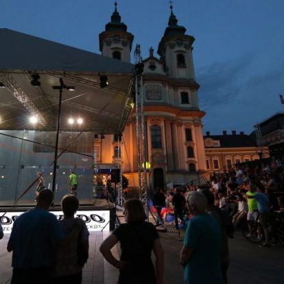 Eddig ilyet még nem láttunk: látványos fallabda fesztivál Eger főterén!