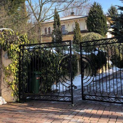 Jól tud alkudni Matolcsy fia, 100 millióval olcsóbban vette meg a luxusvillát, amiben apja lakik