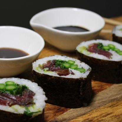 Maki sushi vörös tonhallal és spárgával