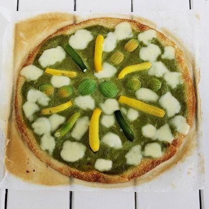Nagyon zöld vega pizza rendhagyóan, sok cukkinivel