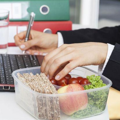 5 tipp, hogyan tartsd be a diétádat a munkahelyeden is!