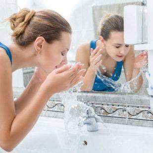 A zsíros bőr kezelése nyáron